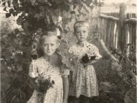SA (right) with sister Tamara Photos from the archive of S. Alexievich