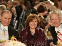 Svetlana Alexievich at the Nobel Banquet, 10 December 2015. On the left side sits Michael Sohlman, Former Executive Director of the Nobel Foundation and on the right side Svante Lindqvist, Professor and Marshal of the Realm<br>Copyright © Nobel Media AB 2015<br>Photo: Alexander Mahmoud
