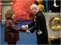 Svetlana Alexievich receiving her Nobel Prize from H.M. King Carl XVI Gustaf of Sweden at the Stockholm Concert Hall, 10 December 2015 Copyright © Nobel Media AB 2015